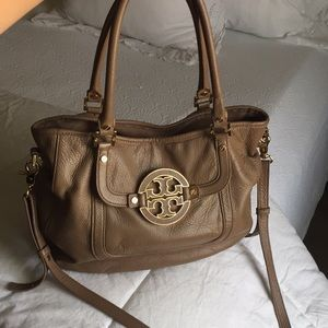Tory Burch Amanda Hobo bag with Crossbody strap 🎀
